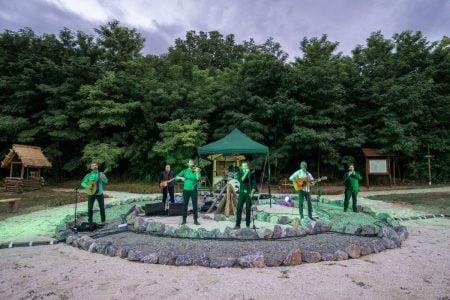 """Koncert za decu grupe """"Orthodox Celts"""" u Keltskom Selu"""