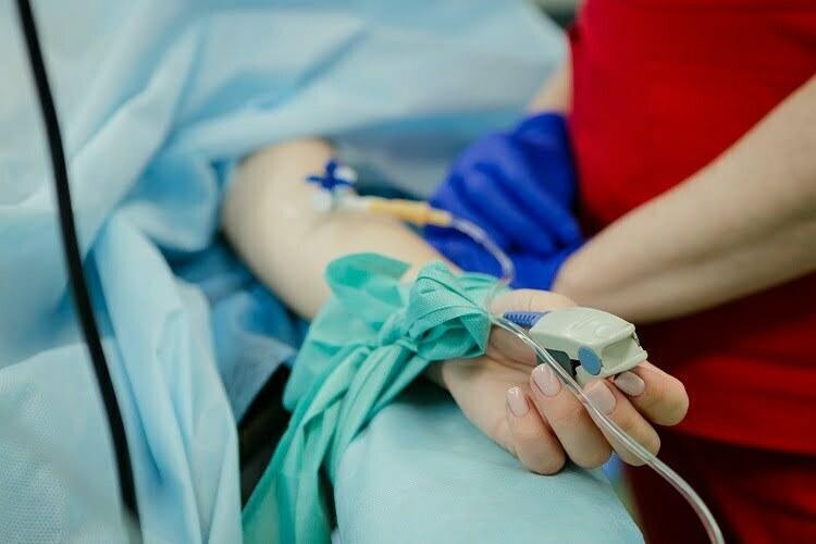 Uprkos sumnjama, raste broj mladih i nevakcinisanih u bolnicama