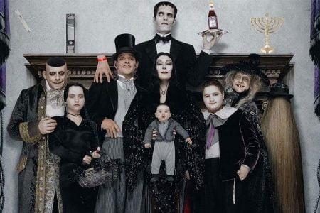 Tim Burton režira seriju o porodici Addams